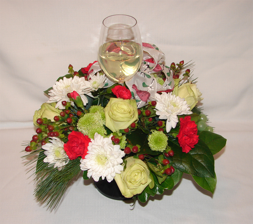 Centrepiece with white wine in a glass
